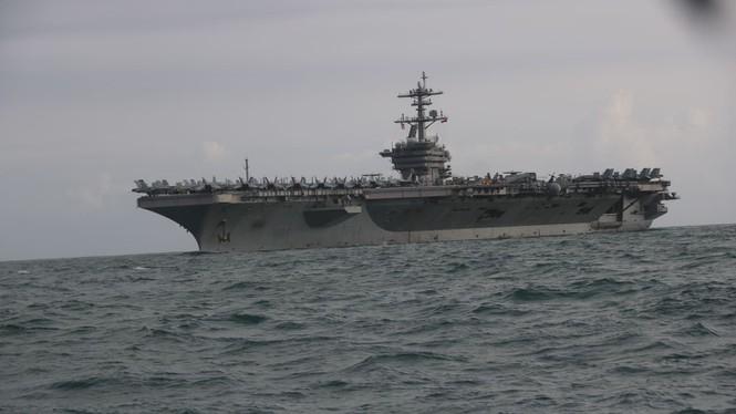 Mục kích tàu sân bay USS Theodore Roosevelt vào vịnh Đà Nẵng - 1