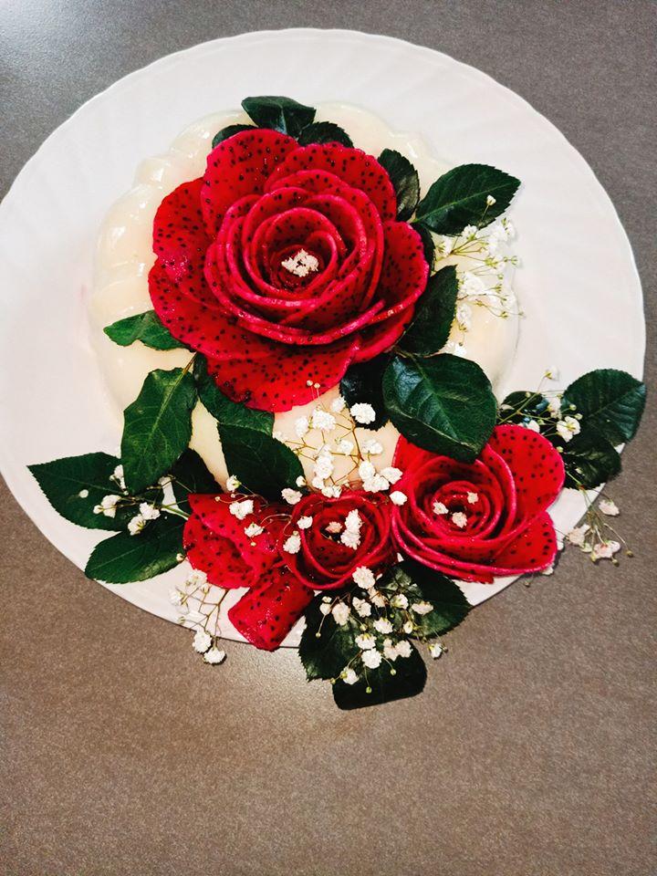 """Mẹ đảm Sài Gòn và đôi bàn tay """"phù thủy"""" biến mọi món ăn thành hoa hồng vô cùng đẹp mắt - 1"""