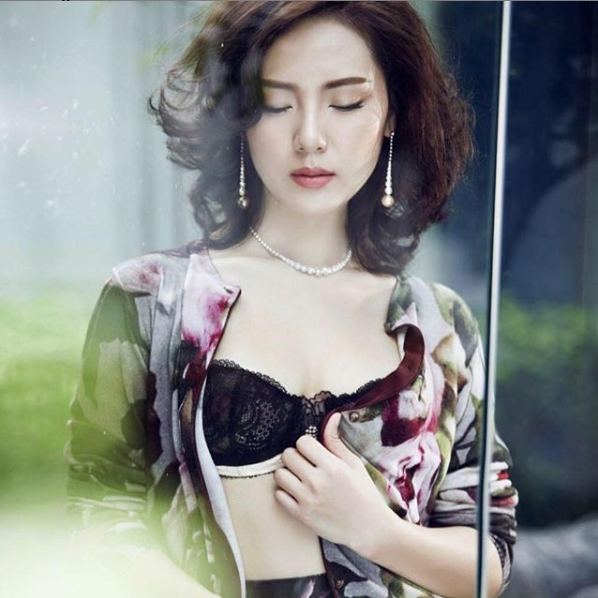 Nữ ca sĩ Thanh Hóa có gần 200 cây vàng giữ dáng nuột nà ở tuổi U40 - 1