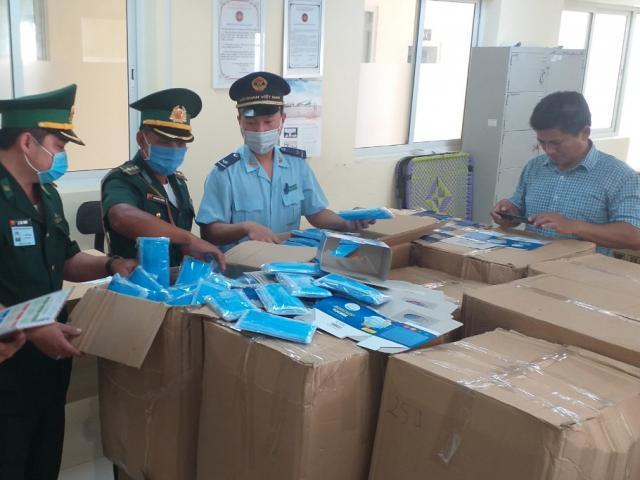 Hơn 160.000 chiếc khẩu trang y tế được ngụy trang để xuất khẩu lậu sang Campuchia