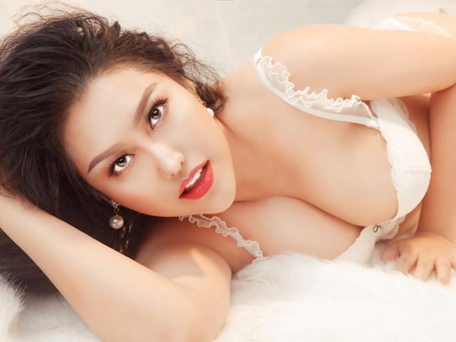 Phi Thanh Vân U40 vẫn nóng bỏng khiến loạt trai trẻ si mê, xin cưới làm vợ