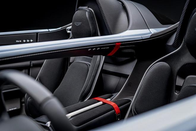 Aston Martin trang bị động cơ V12 cho siêu phẩm Speedster mới - 6