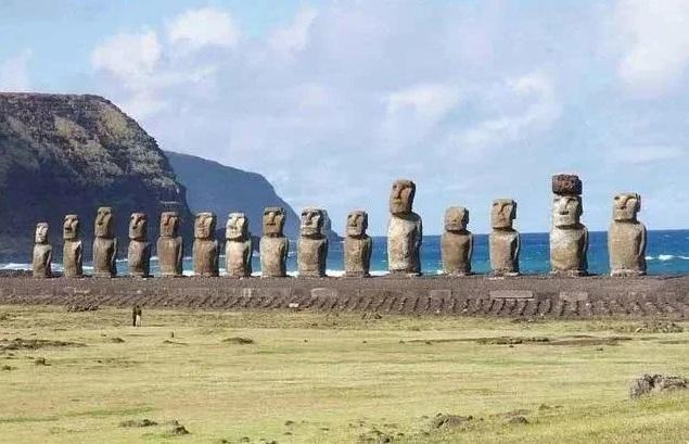 Những tượng đá hình thù kỳ dị trên đảo Phục Sinh - 1