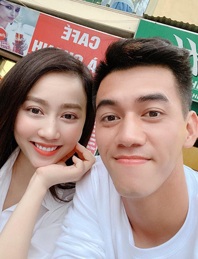 Bạn gái hơn 3 tuổi tiết lộ lý do xiêu lòng trước cầu thủ Tiến Linh - 1