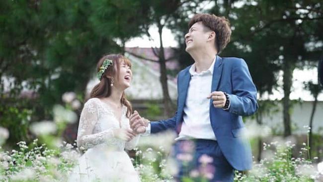 Mới đây hot girl Ribi Sachi của nhóm hài FAPtv bị đồn hẹn hò với nam ca sĩ Ngô Kiến Huy sau khi cả hai đóng chung MV từ hồi cuối năm 2018. Tuy nhiên, hai người chưa lên tiếng về tin đồn này.