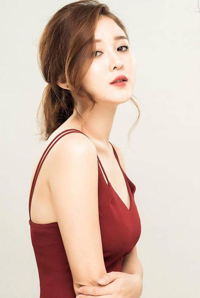 Ribi Sachi là hot girl Gia Lai nổi tiếng từ những clip vui nhộn của nhóm FAPtv. Đây cũng là nhóm có kênh You Tube đầu tiên tại Việt Nam đạt nút Kim cương.