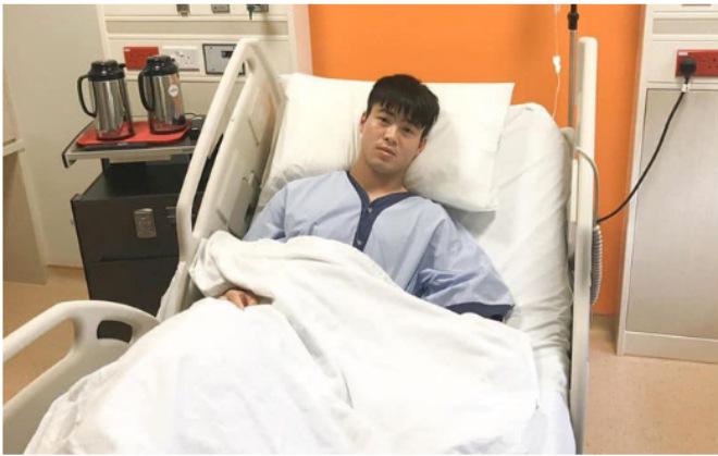 Duy Mạnh đã phẫu thuật, Đình Trọng tiếp tục dưỡng thương sau khi rời Singapore - 1