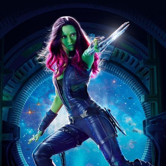 """Cũng trong""""End Game"""", Zoe Saldana vào vai Gamora - con gái của """"trùm cuối"""" Thanos,với tạo hình nữ chiến binh ngoài hành tinh có làn da màu xanh lá và mái tóc đỏ rực."""