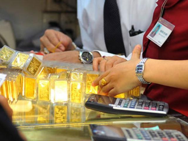 """Giá vàng bật tăng như """"vũ bão"""" sau cú giảm sâu đến 1,5 triệu đồng buổi sáng"""