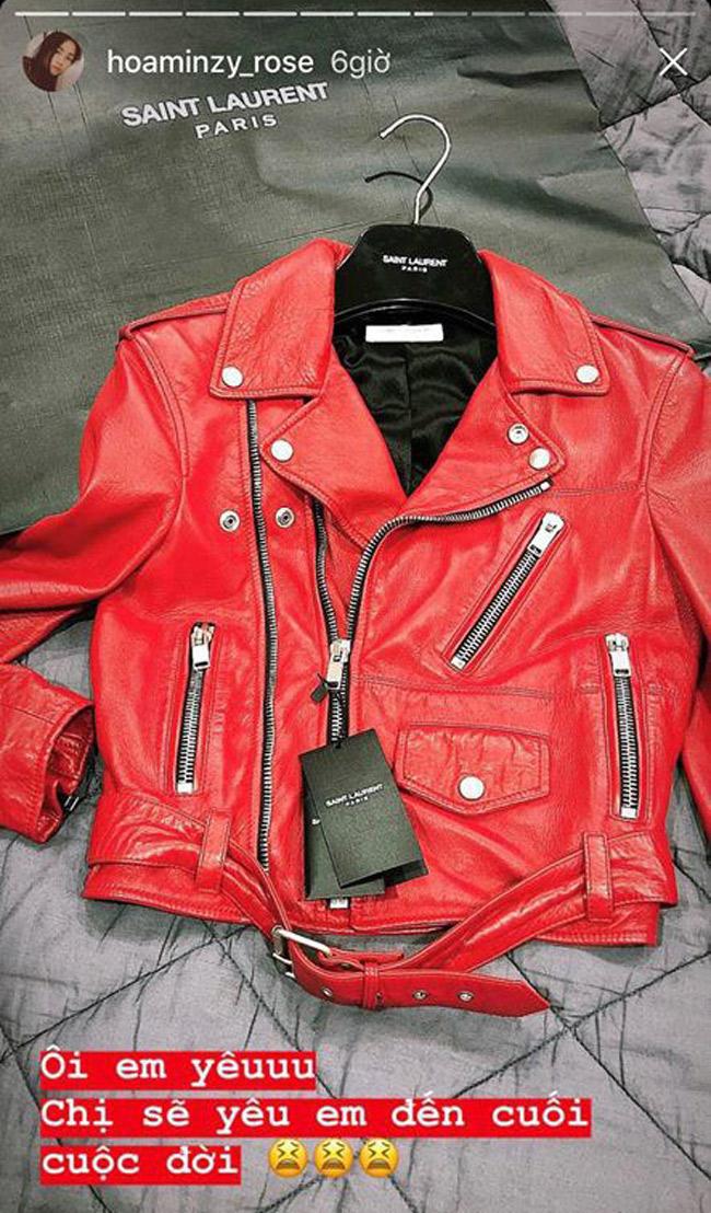 Chiếc áo khoác da đắt đỏ đến từ thương hiệu Saint Laurent có giá khoảng 120triệu đồng được Hòa Minzy sắm ngay tức khắc.