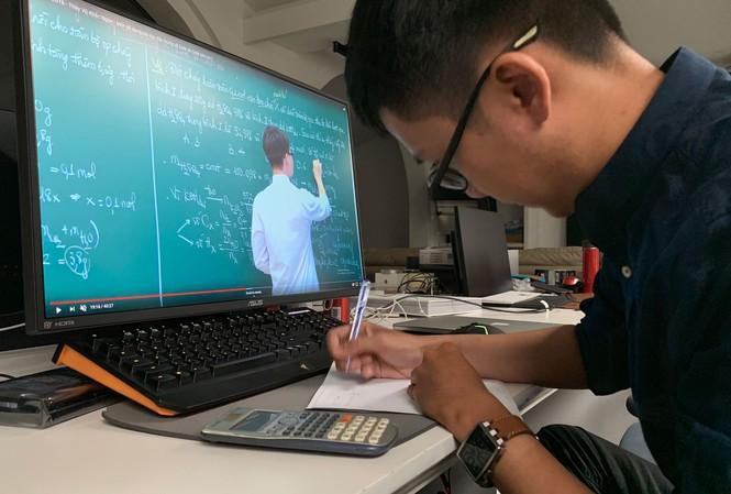 Sở GD-ĐT Hà Nội yêu cầu học sinh lớp 9 và lớp 12 học trên truyền hình phải ghi chép đầy đủ - 1