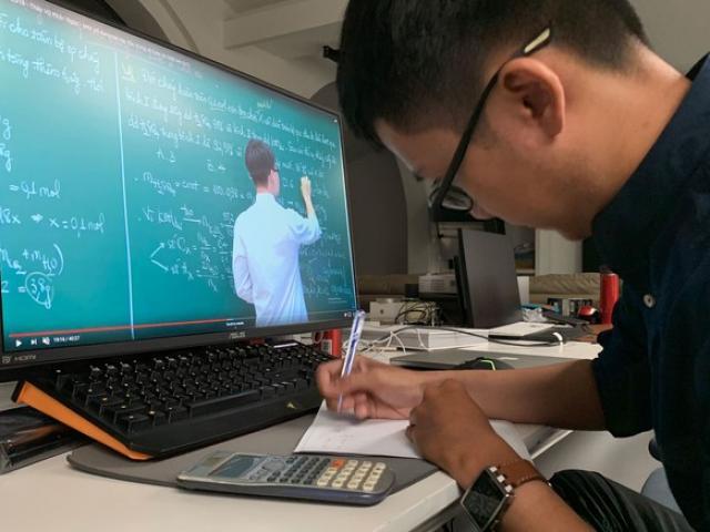Sở GD-ĐT Hà Nội yêu cầu học sinh lớp 9 và lớp 12 học trên truyền hình phải ghi chép đầy đủ