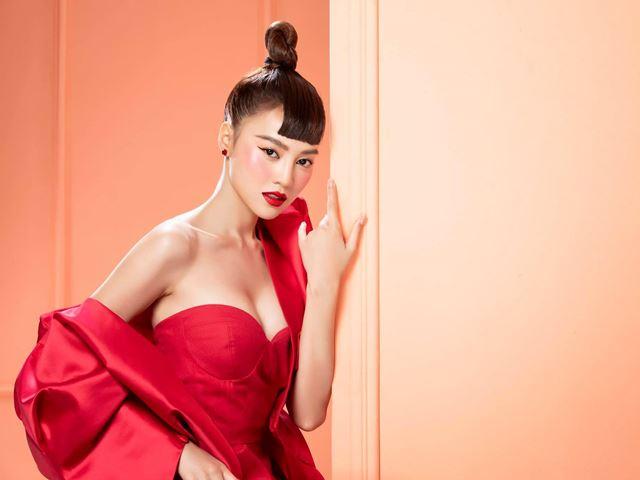 Ninh Dương Lan Ngọc mạo hiểm trong thời trang