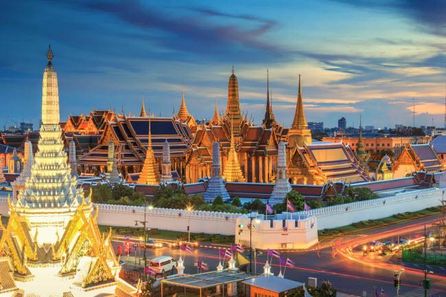 Thái Lan: Quốc gia Đông Nam Á này là điểm đến lý tưởng dành cho du khách có tài chính hạn chế. Nơi đây nổi tiếng với các bãi biển đẹp, nhiều đền chùa và các khu chợ đêm nhộn nhịp.