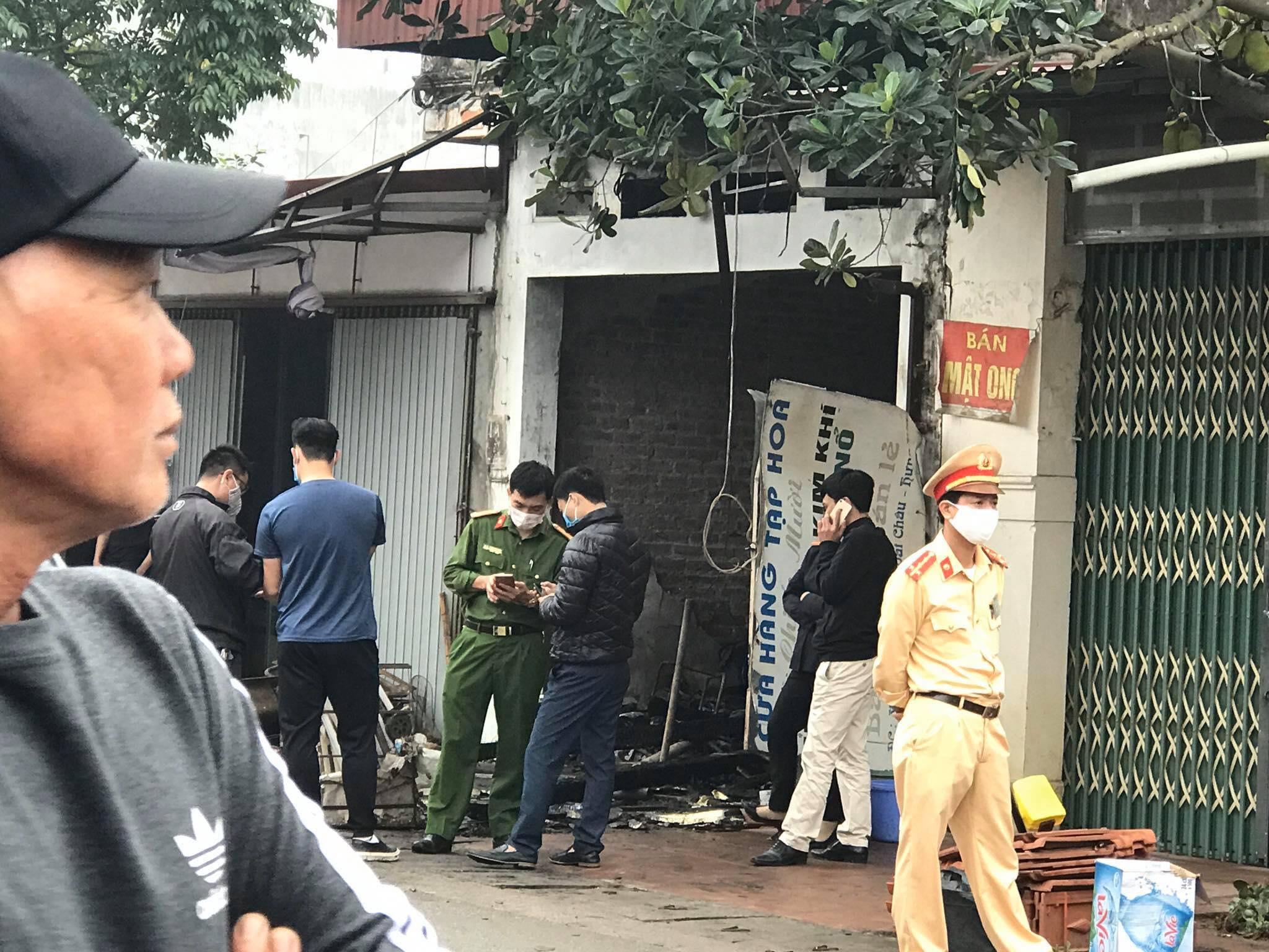 Hưng Yên: Cháy nhà lúc nửa đêm, 3 người trong một gia đình tử vong - 1