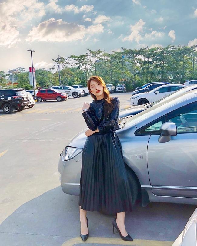 Nhờ lao động chăm chỉ, Khánh Vy cũng mua được một vài món đồ hiệu đắt tiền, tự lo được tiền học, sinh hoạt cho bản thân.