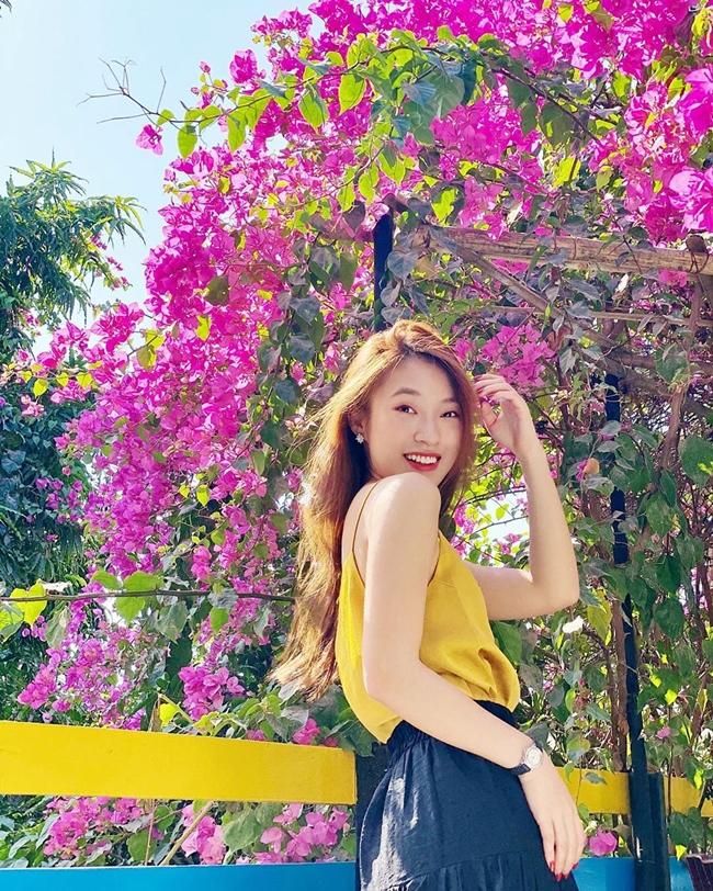 Hot girl sinh năm 1999 cho hay, bản thân được đặt chân đến 6 quốc gia Trung Quốc, Mỹ, Thái Lan, Singapore, Nhật Bản, Hàn Quốc và đều được đi miễn phí dưới dạng đại sứ, khách mời.