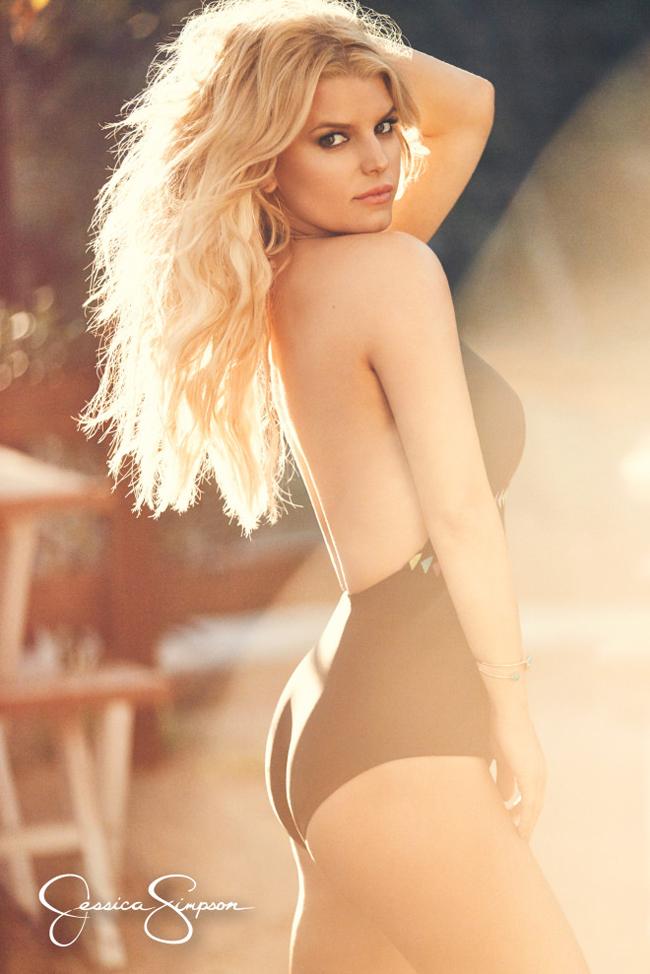 """Jessica Simpson là người đẹp nổi tiếng nóng bỏng nhưng cô nàng lại bị người tình """"đá"""" chỉ bằng một tin nhắn."""