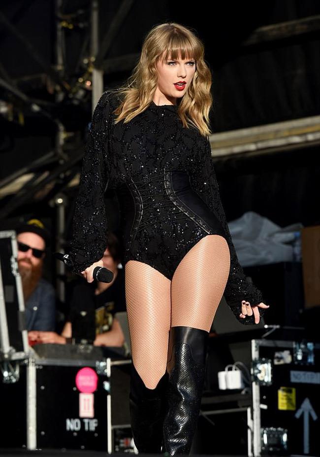 """Taylor Swift từng bịanh chàng đào hoa Joe Jonas """"đá"""" chỉ bằng tin nhắn."""