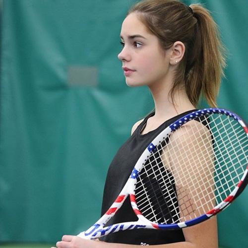 """Cô bé 15 tuổi kế vị """"Nữ hoàng quần vợt"""" đẹp như một thiên thần - 1"""