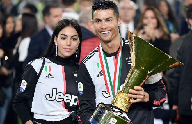 Serie A loạn vì Covid-19: Ronaldo - Juventus đua vô địch đến bao giờ? - 1