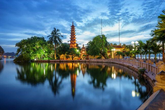 Việt Nam: Với nhiều bãi biển, phong cảnh đẹp, khu di tích cổ và các thành phố hiện đại, Việt Nam là điểm đến lý tưởng dành cho những du khách đã về hưu.