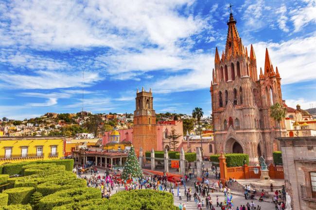 Thời tiết ở Mexico ấm áp và dễ chịu, trong khi người dân địa phương nồng hậu. Những người lớn tuổi được hưởng nhiều khuyến mãi khi tới đây.