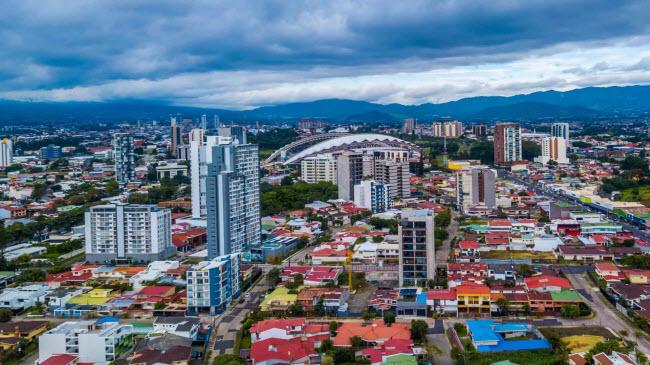 Costa Rica có khí hậu ấp áp và ẩm thực đa dạng với nhiều lựa chọn tốt cho sức khỏe. Quốc gia này cũng có nền văn hóa cởi mở.