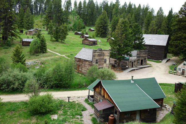 """Garnet, Mỹ: Thị trấn mỏ này được thành lập từ những năm 1860 và số dân 1.000 người. Nơi đây được biết đến là thị trấn """"ma"""" nguyên vẹn nhất ở bang Montana."""