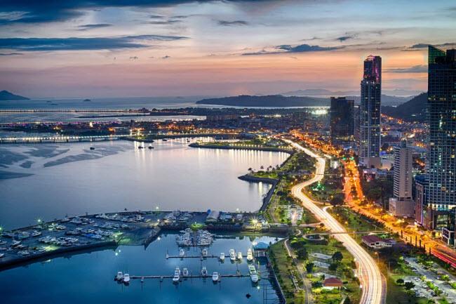 Panama: Quốc gia này không đánh thuế hoặc lấy thuế rất thấp tính trên thu nhập hoặc tài sản. Bạn có thể lựa chọn sống tại vùng ven biển hay thị trấn vùng núi.