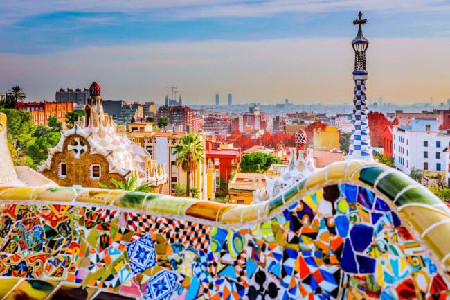 Tây Ban Nha: Nhiều người nước ngoài lựa chọn sống tại các thành phố, thị trấn ven biển và vùng núi ở Tây Ban Nha. Chi phí sinh hoạt tương đối thấp ở những vùng ít khách du lịch.