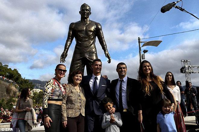Khốn khổ Ronaldo: Tránh Covid-19 ở quê nhà, lại gặp động đất liên tục - 1
