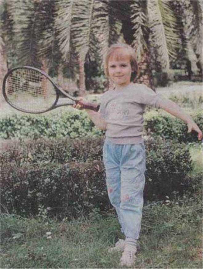 """Sharapova từ """"Lọ Lem"""" hóa người đẹp tennis: """"Dậy thì"""" siêu thành công - 1"""