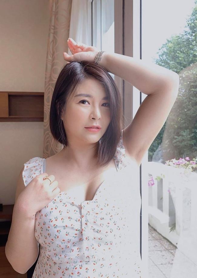 Nhan sắc trẻ trung quên tuổi của nghệ sĩ Kim Oanh ngoài đời.