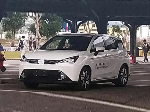 NÓNG: VinFast cho chạy thử một mẫu xe lạ trong khuôn viên nhà máy