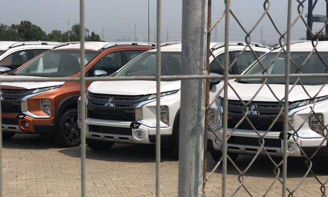 Lô xe Mitsubishi Xpander Cross đầu tiên vừa cập cảng Nhà Bè, HCM - 1
