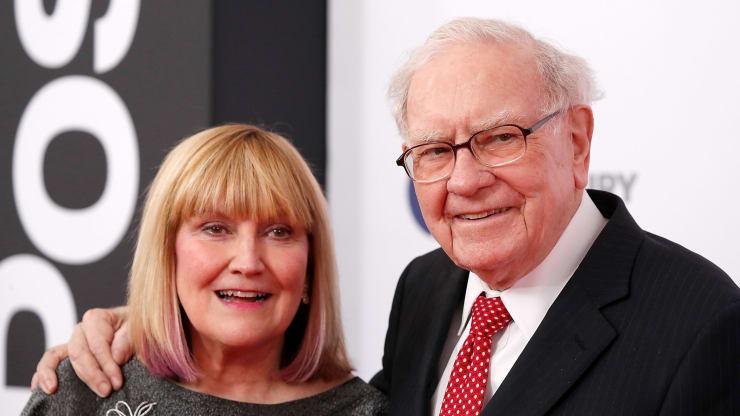 Con gái tỷ phú nổi tiếng Warren Buffett cũng bị cách ly vì Covid-19 - 1