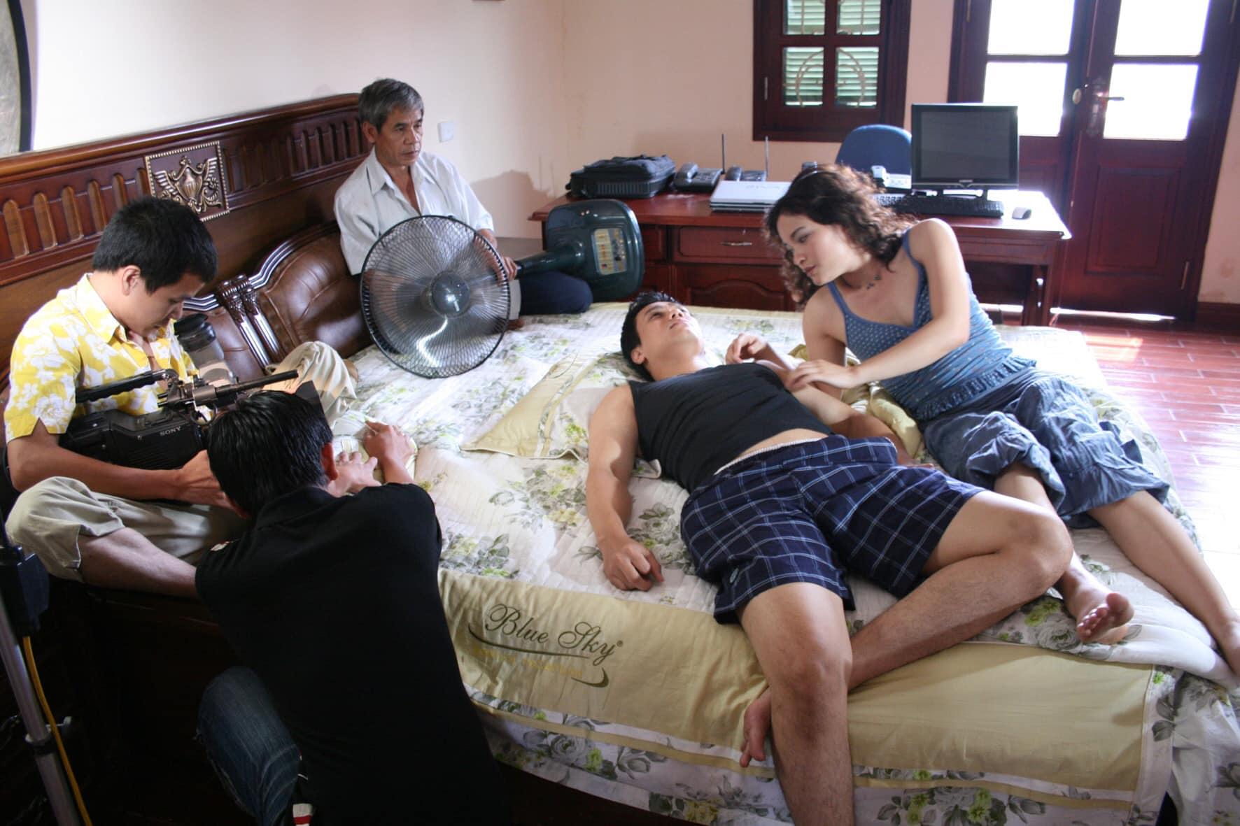 Việt Anh tiết lộ bí mật cảnh nóng táo bạo với bạn diễn nữ - 1