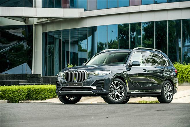 SUV hạng sang BMW X7 giảm giá 350 triệu đồng - 1