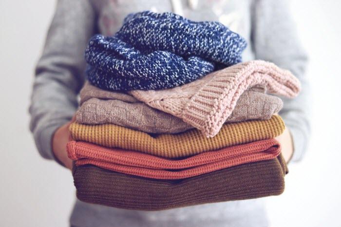 Virus SARS-CoV-2 có thể tồn tại bao lâu trên quần áo, làm thế nào để giặt sạch chúng? - 1