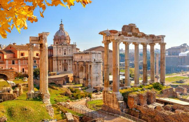Rome, Italia: Ngoài các di tích lịch sử như đấu trường La Mã và quảng trường Forum, thành phố Rome ngày nay ẩn chứa nhiều di tích khảo cổ dưới lòng đất. Nhờ nỗ lực của các nhà khảo cổ học, du khách có thể khám phá một phần của thành phố Rome cổ dưới lòng đất.