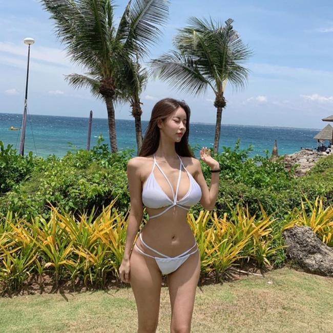 Người mẫu Hàn Quốc có biệt danh là J.hae vừa đến Nha Trang để chụp bộ hình bikini mới.