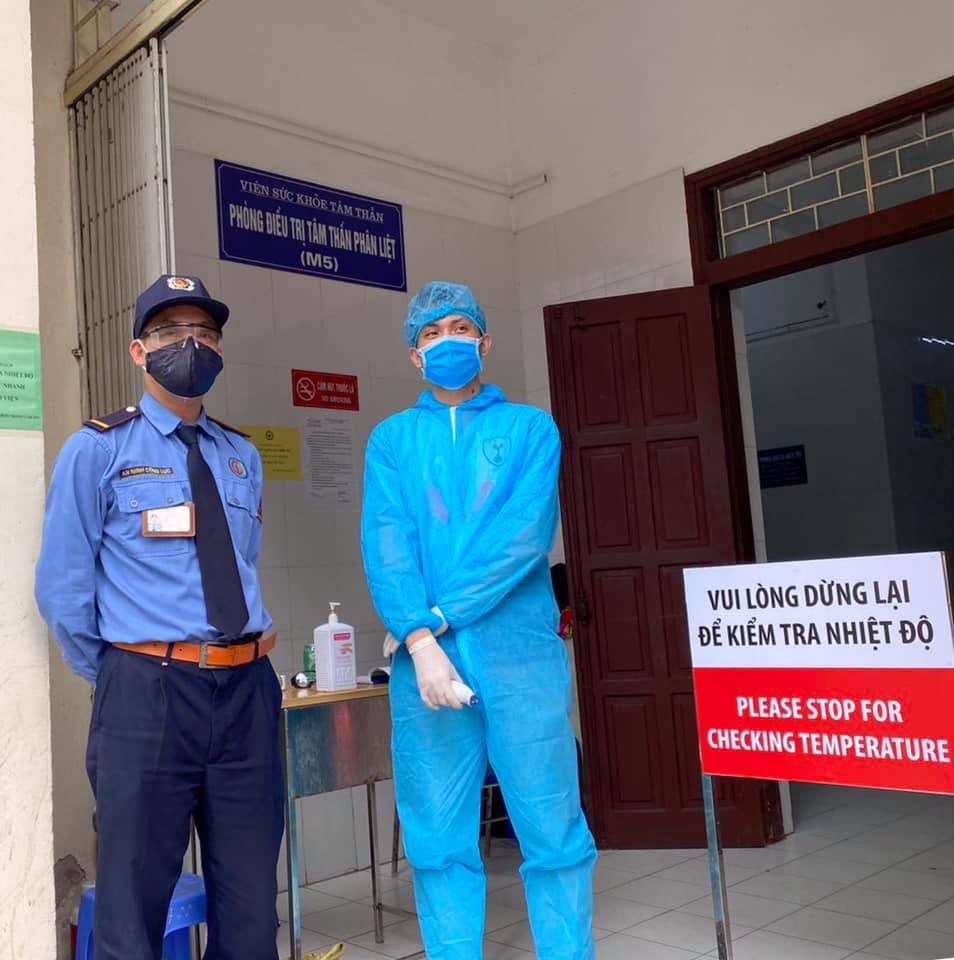 """Sự thật thông tin """"phong tỏa Bệnh viện Bạch Mai vì 2 nữ điều dưỡng nhiễm Covid-19"""" - 1"""