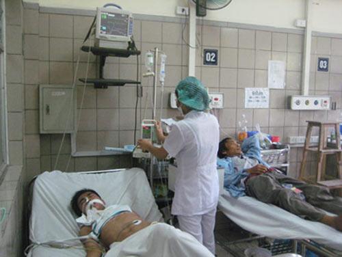Uống thuốc sốt rét để phòng Covid-19, một người đàn ông ở Hà Nội phải thở máy - 1
