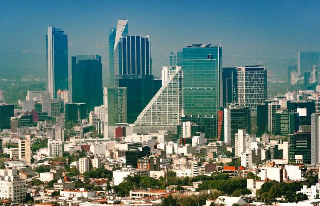 Mexico City, Mexico: Thành phố Mexico City hiện đại ngày nay được xây dựng trên thủ đô Tenochtitlan của nền văn minh Aztec vào thế kỷ thứ 14. Kim tự tháp Templo Mayor của nền văn minh cổ đại vẫn còn dấu tích cho đến nay.