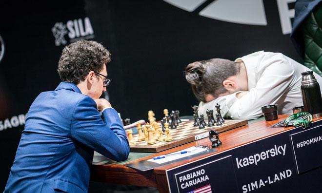 """""""Thiên tài"""" chơi giải cờ vua 8 đại cao thủ: Ngủ gật vẫn lấy số 1 - 1"""