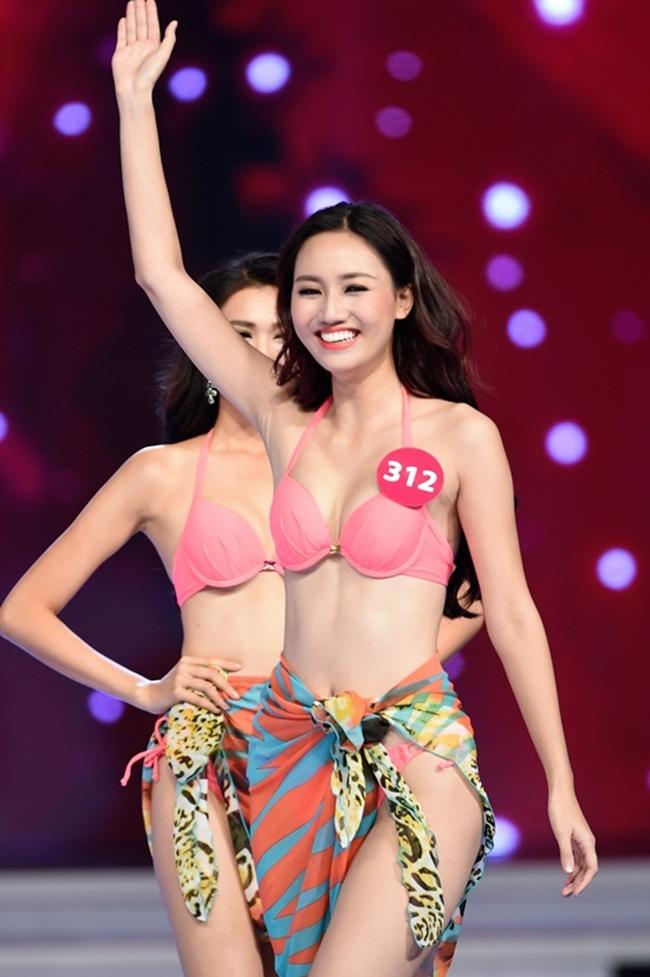 Ngô Trà My sinh năm 1992 tại Hà Nội. Cô tốt nghiệp Đại học Thăng Long, chuyên ngành Tài chính ngân hàng. Năm 2015, cô tham gia Hoa hậu Hoàn vũ Việt Nam và đạt danh hiệu Á hậu 1. Bố mẹ cô là viên chức trong Bộ Ngoại giao. Với chiều cao 1m78 cùng gương mặt xinh xắn, khả ái, nụ cười rạng rỡ, Trà My là một trong những thí sinh nổi bật nhất đêm chung kết.