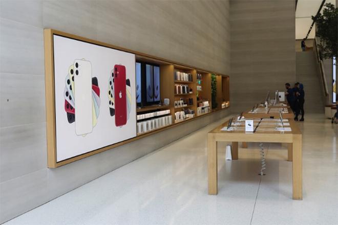 Người dùng lại thỏa thích mua iPhone 11 Pro từ Apple - 1