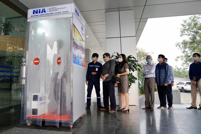 Sân bay Nội Bài sản xuất thành công buồng khử khuẩn toàn thân chỉ trong 3 ngày - 1