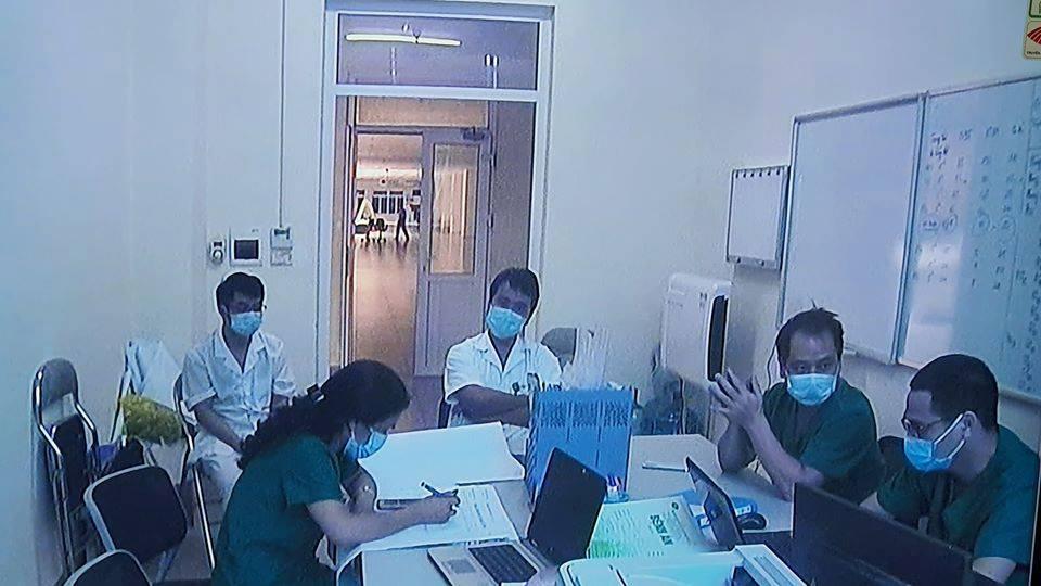 Thông tin mới nhất về sức khỏe của 3 bệnh nhân nhiễm Covid-19 rất nặng - 1